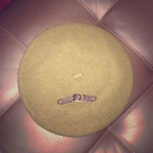 Jessica Simpson hat